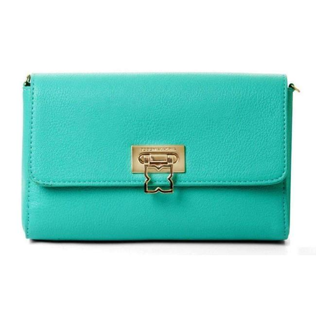 Item - Bree Medium Green Bon Non Us Clutch