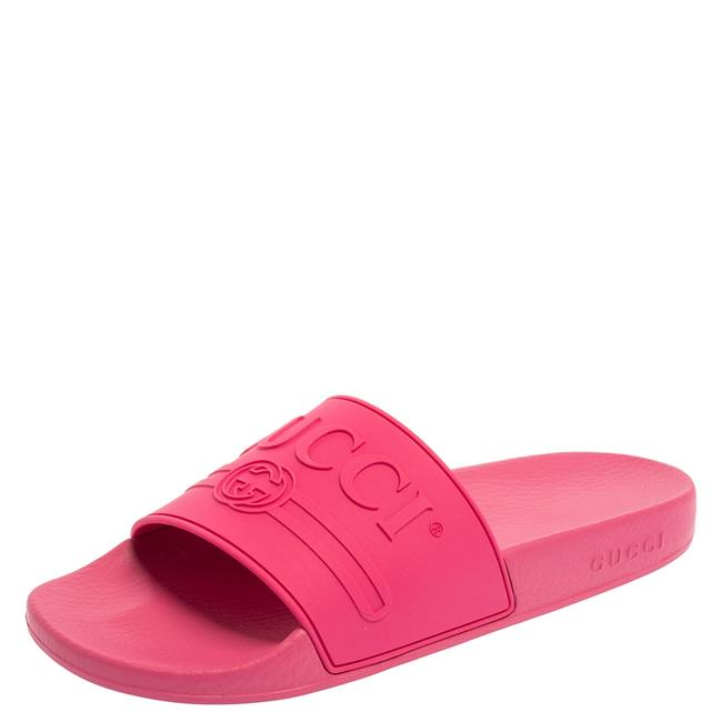 Gucci Fuchsia Pink Rubber Pursuit Logo Embossed Pool 40 Slides Gucci Fuchsia Pink Rubber Pursuit Logo Embossed Pool 40 Slides Image 1