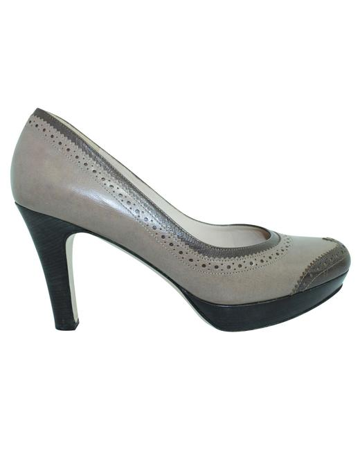 Item - Classic Pumps -pre Owned Condition Very Good Us7 Formal