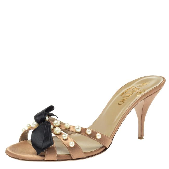 Item - Brown Satin Bow Pearl Embellished Open Size 40.5 Sandals
