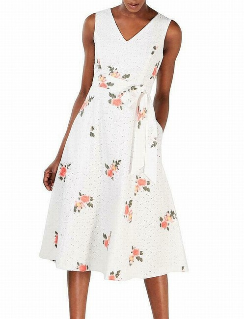 Item - Women's White Size 10p Petite A-line Floral Eyelet Cocktail Dress