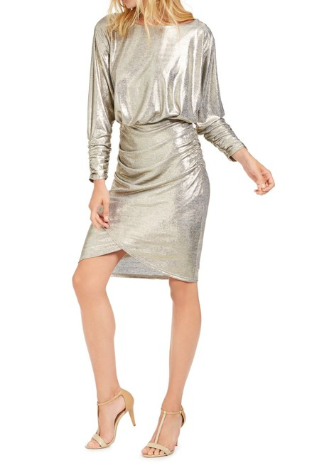 Item - Women's Gold Size 12 Sheath Foil Ruched Sleeve Mini Cocktail Dress