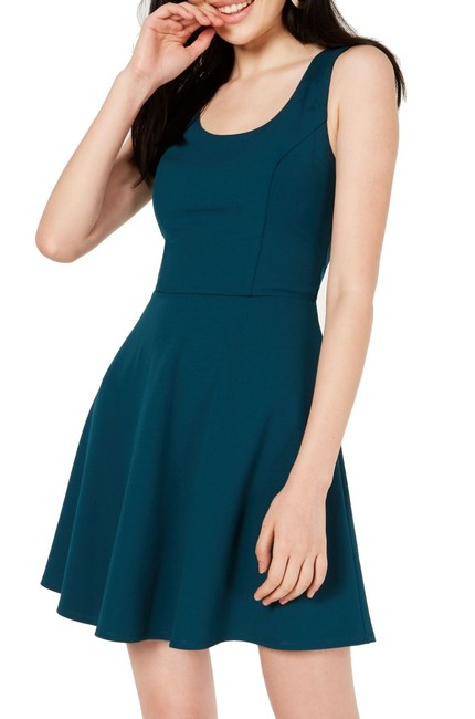 Item - Green Size 0 Junior Cut Out Back Scoop-neck Swing Sheath Cocktail Dress