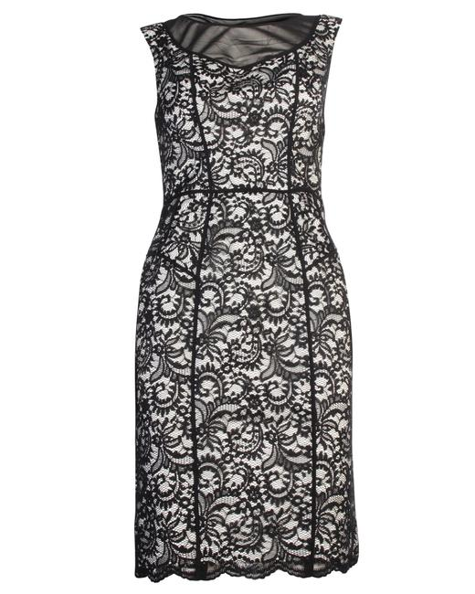 Item - Ivory and Black Lace Us6 Formal Dress