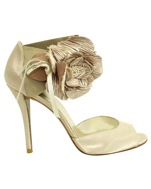 Item - Gold Heels with Flower -pre Owned Condition Good 39 Formal
