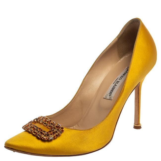 Item - Yellow Satin Hangisi Crystal Embellished Size 39.5 Pumps