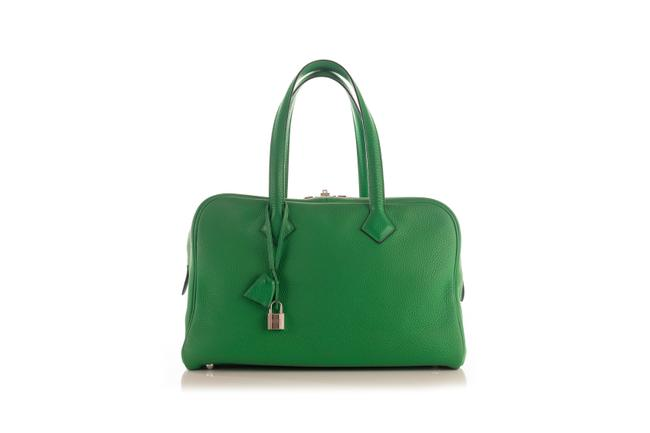 Item - Victoria Duffle W Green Clemence 35 W/Shw -pre Owned Condition Shoulder Bag