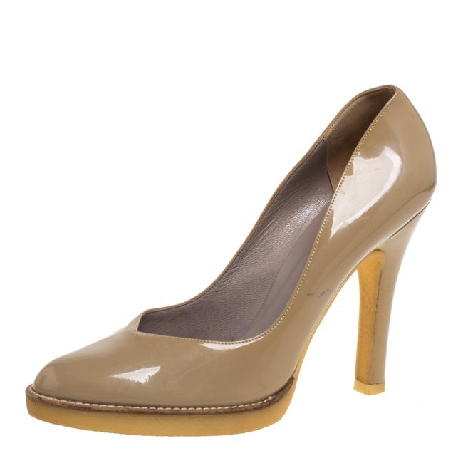 Gucci Beige Patent Leather Slip On Size 39 Pumps Gucci Beige Patent Leather Slip On Size 39 Pumps Image 1