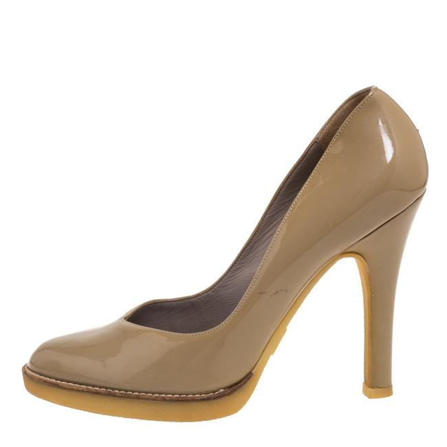 Gucci Beige Patent Leather Slip On Size 39 Pumps Gucci Beige Patent Leather Slip On Size 39 Pumps Image 2