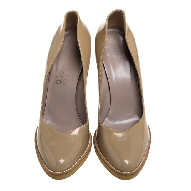 Gucci Beige Patent Leather Slip On Size 39 Pumps Gucci Beige Patent Leather Slip On Size 39 Pumps Image 3