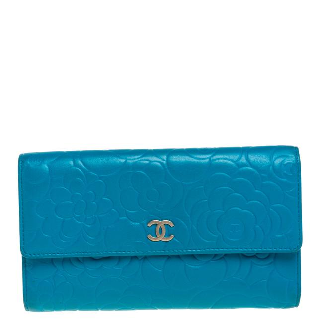 Item - Turquoise Camellia Embossed Leather Wallet