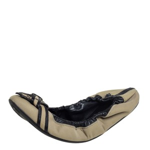 Burberry Beige/Black Leather and Canvas Scrunch Ballet Size 39 Flats