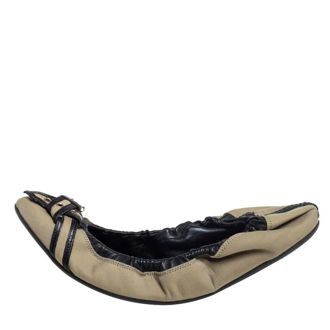 Burberry Beige/Black Leather and Canvas Scrunch Ballet Size 39 Flats Burberry Beige/Black Leather and Canvas Scrunch Ballet Size 39 Flats Image 2