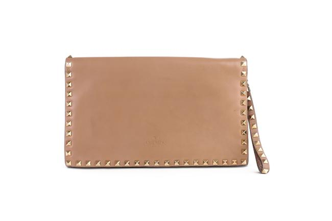 Item - Rockstud Nude Leather -pre Owned Condition Clutch